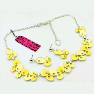 New Betsey Johnson yellow necklace